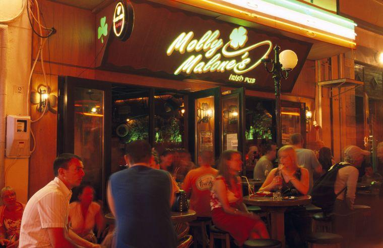 Prost auf Kos! Die Bar Street in der Hauptstadt ist berühmt für ihr Nachtleben.