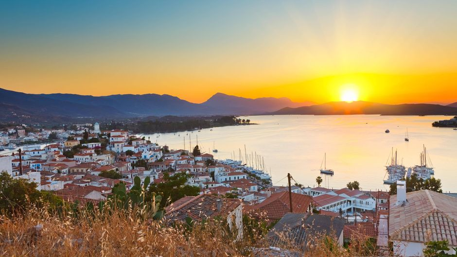 Wow: Die Aussicht, die die griechische Insel Poros Urlaubern bietet, spricht für sich.