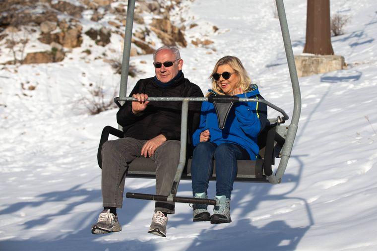 Benjamin und Sara Netanjahu im Skilift auf dem Mount Hermon, Israel.