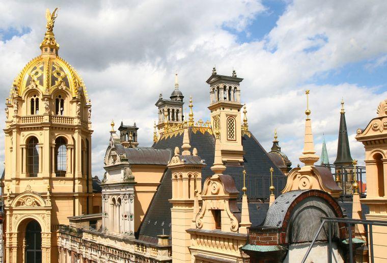Prunkvoll mit Gold verziert: Die Prunkkuppel des Schweriner Schlosses.