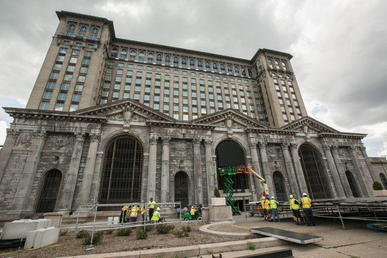 Die Michigan Central Station in Detroit hat insgesamt 18 Stockwerke.