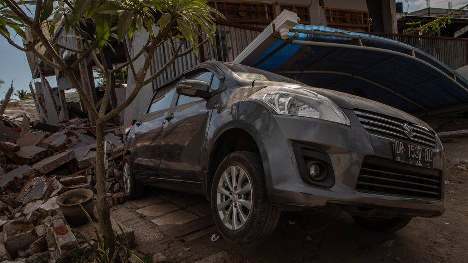 Bei den Erdbeben auf der indonesischen Insel Lombok sind zahlreiche Gebäude eingestürzt, die Infrastruktur ist zerstört.