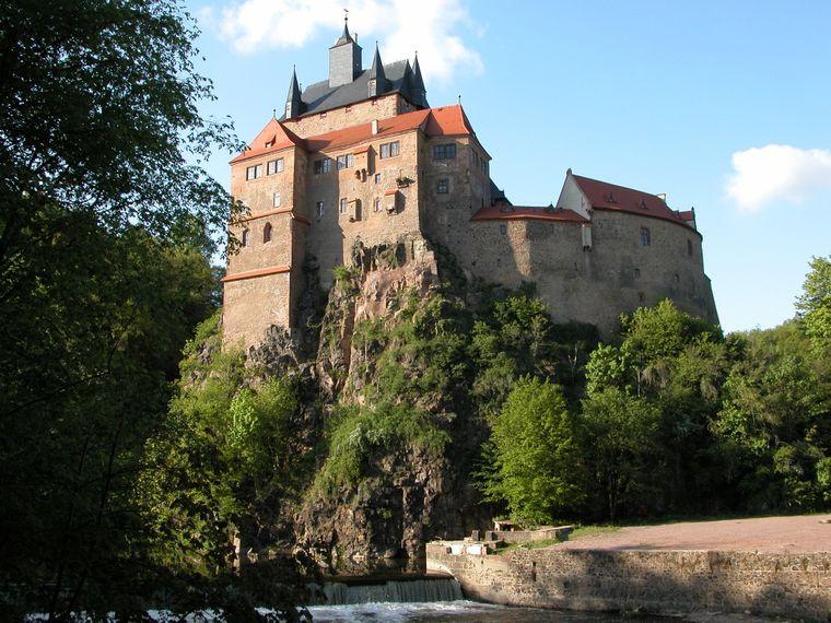 Malerisch schlängelt sich die Zschopau um die Burg Kriebstein im Landkreis Mittelsachsen.