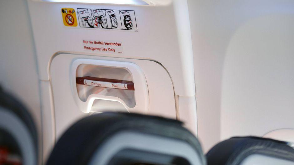 Der Notausgang in einer Boeing 737-800.