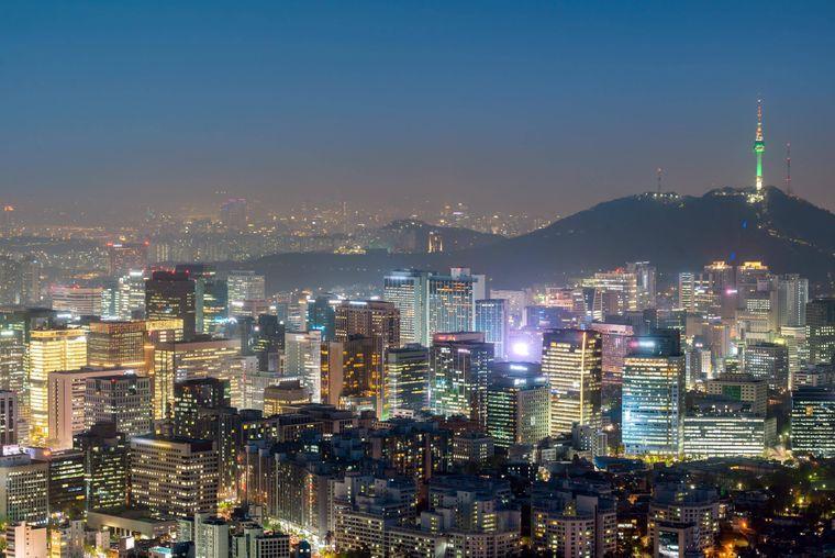 Seouls Skyline bei Nacht.