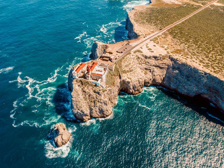 Der Leuchtturm auf dem Saint-Vincent-Kap in Sagres markiert den westlichsten Punkt Europas.