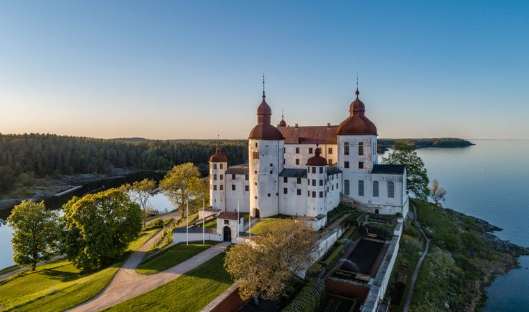 Schloss Läckö steht auf der Insel Kallandsö im Vänersee, dem größten See Schwedens.