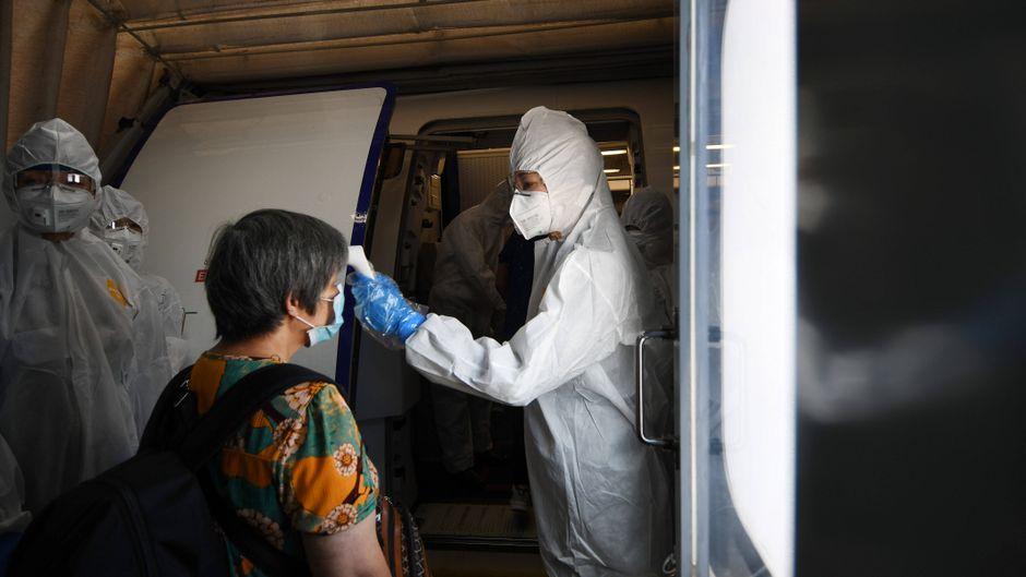 In Singapur werden bereits Temperaturscans bei Passagieren durchgeführt.