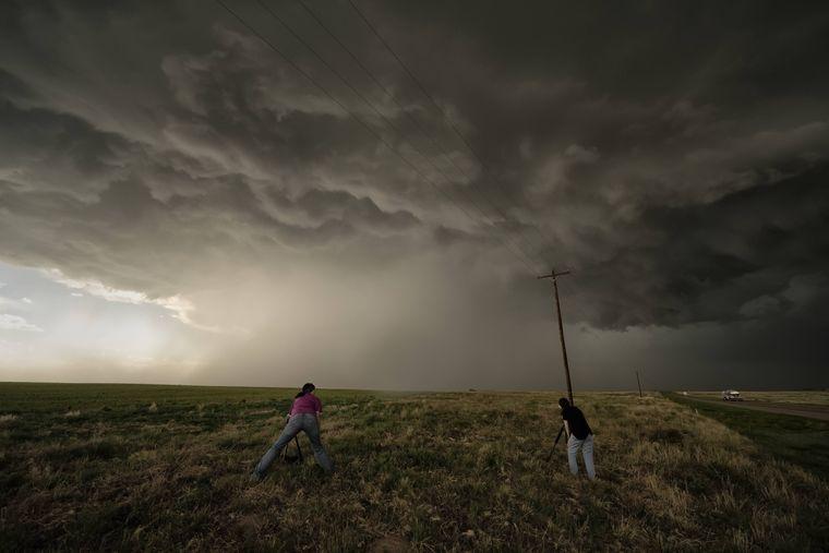 Touristen auf der Jagd nach dem perfekten Tornado-Foto in Oklahoma.