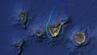 Ein Flugzeug fliegt im Kreis über Teneriffa.