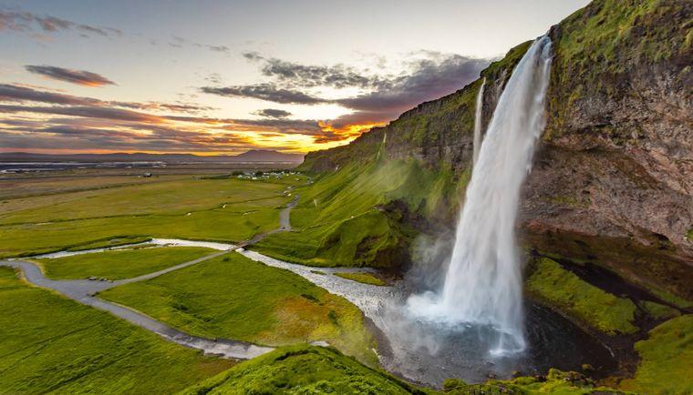 Der Wasserfall Seljalandsfoss im Süden Islands.