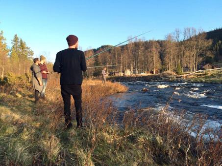 Angeln am Fluss in Norwegen.