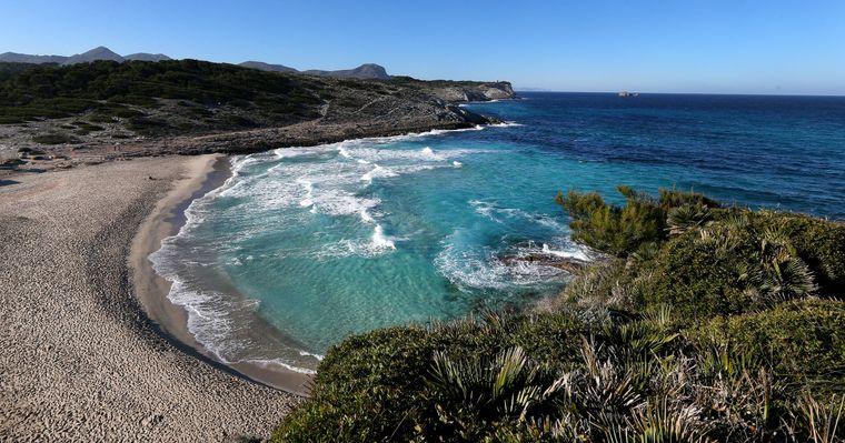 Die schönsten Buchten Mallorcas – hier der Blick auf die Bucht von Cala Torta.