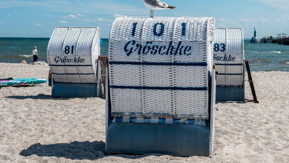 Um den gestiegenen Ansturm von Touristen in den Griff zu bekommen, planen einige Badeorte in Deutschland ein Ticketsystem für den Strandbesuch. (Symbolbild)