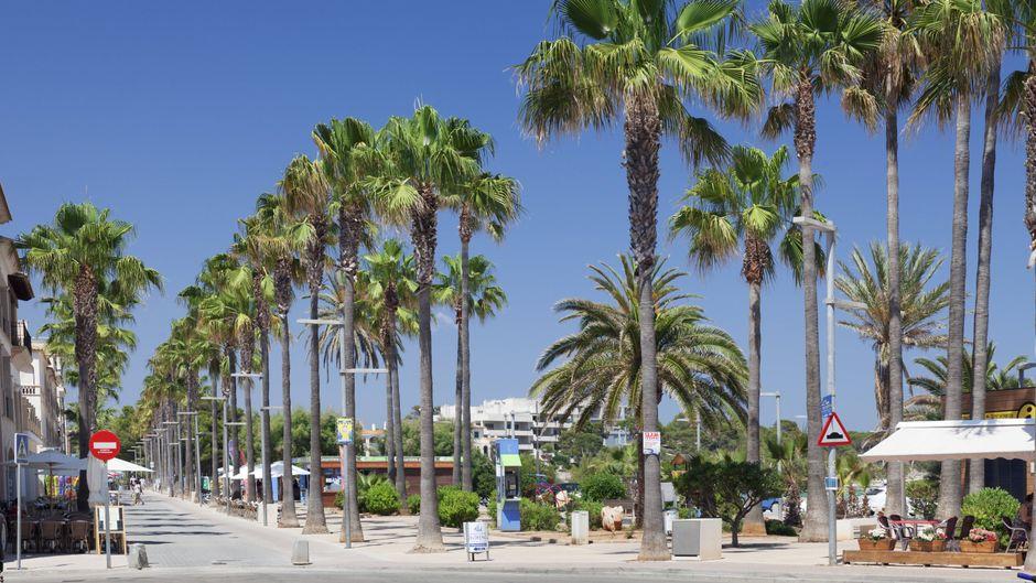 Colònia de Sant Jordi im Süden von Mallorca ist bekannt für seinen Strand Es Trenc, doch auch in Sachen Shopping kannst du dich hier austoben.