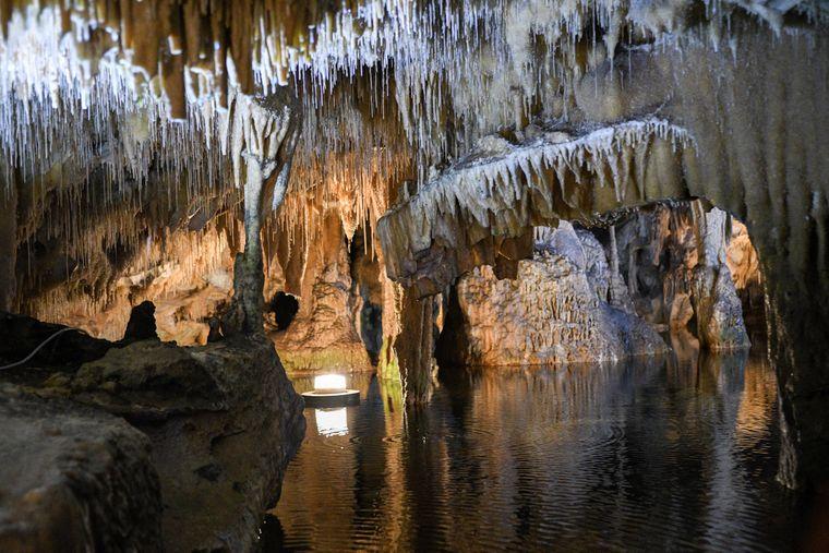 Die Tropfsteinhöhle bei Pyrgos Dirouer der Mani-Halbinsel, Peloponnes.