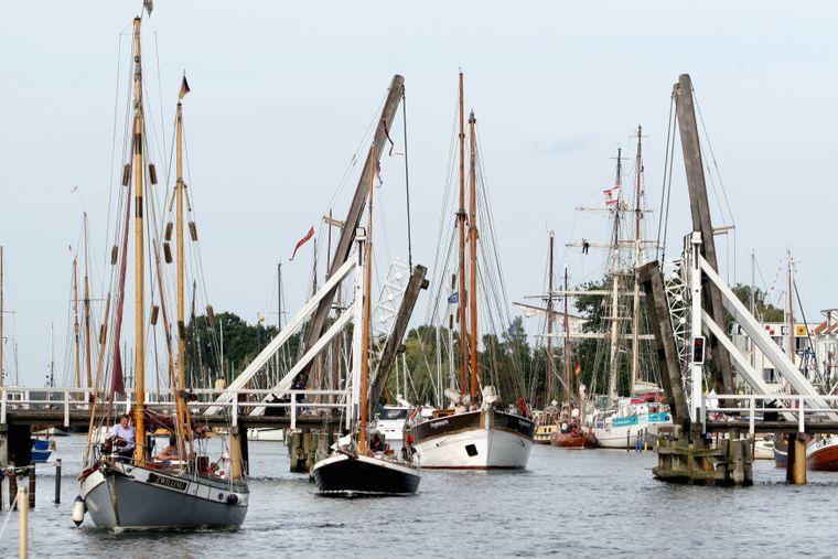 Zum Fischerfest kommen nicht nur Greifswalder und bestaunen Segelschiffe und die Fischertradition.