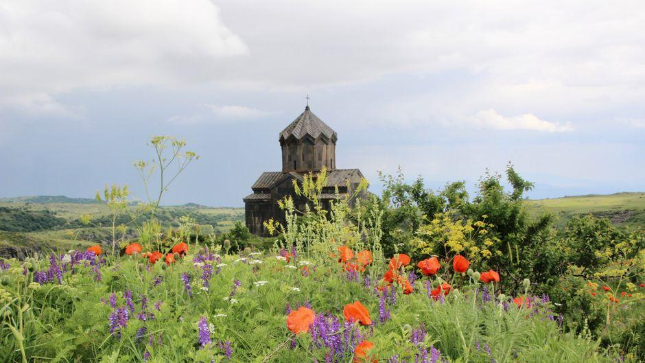 Burgruine in den Bergen von Armenien.