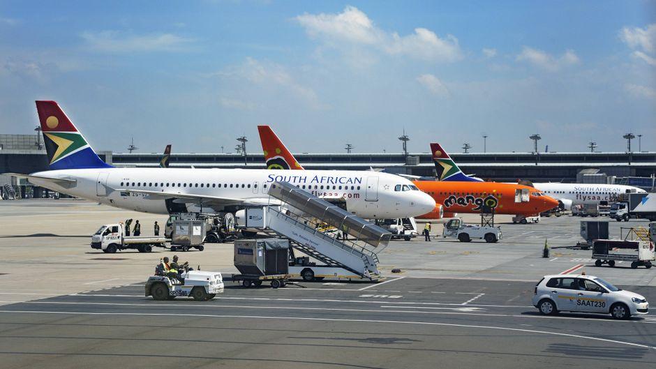 Flugzeuge der SAA am Flughafen Johannesburg.