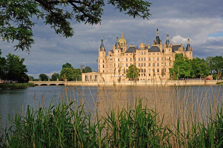 Das Schweriner Schloss ist das Wahrzeichen der Stadt.