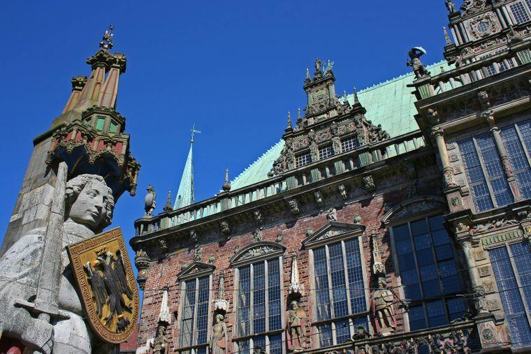 Der Bremer Roland vor dem Bremer Rathaus.