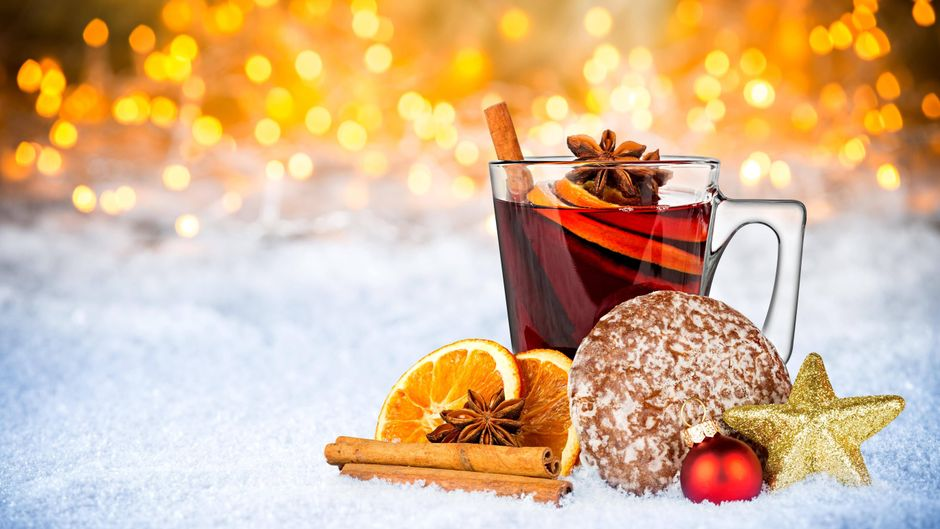 Mit diesen Getränken reist du trotz Lockdown an Weihnachten um die Welt.