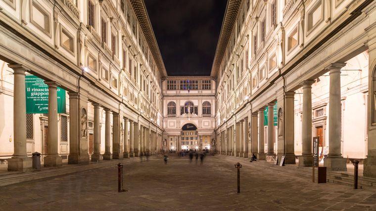 Das weltbekannte Kunstmuseum Uffizien in Florenz gehört auf jede Kultur-Bucket-List.