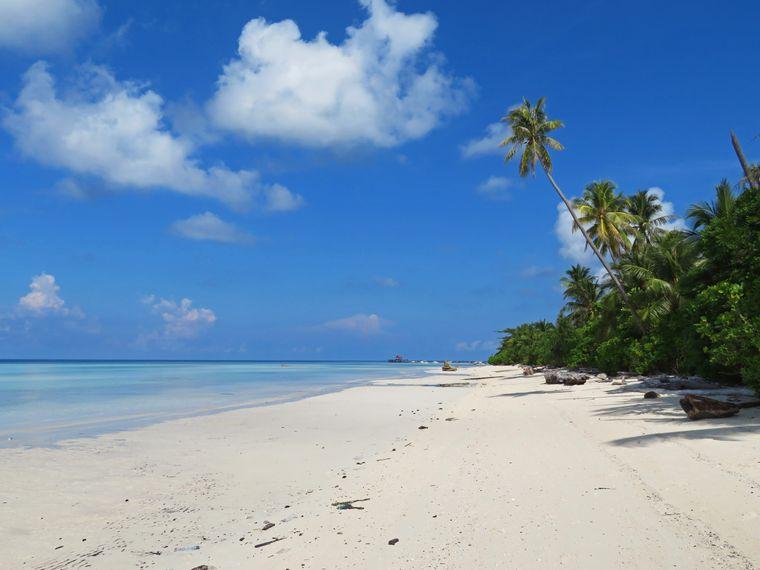 Strand von Maratua, Derawan.