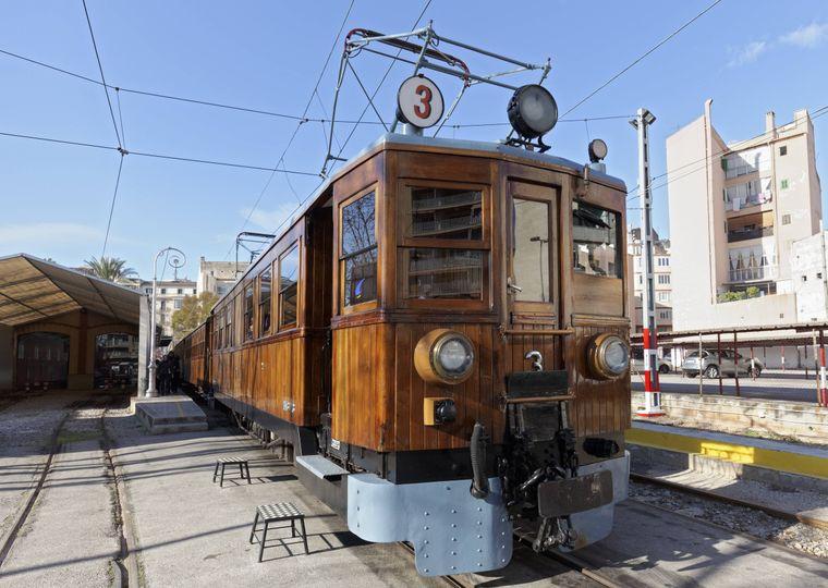 Eine Fahrt mit der historischen Straßenbahn ist ein Erlebnis für die ganze Familie.