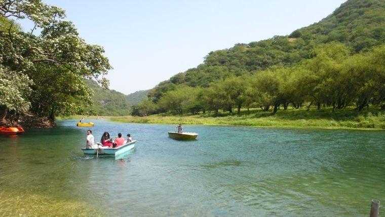 Mit dem Tretboot durchs Wadi Darbat
