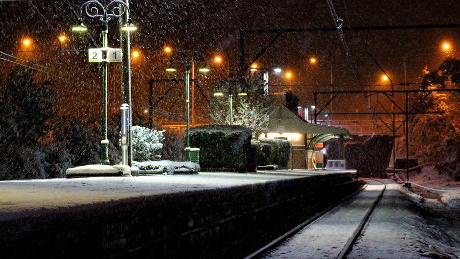 Verschneite Zugstation in Australien. (Symbolfoto)