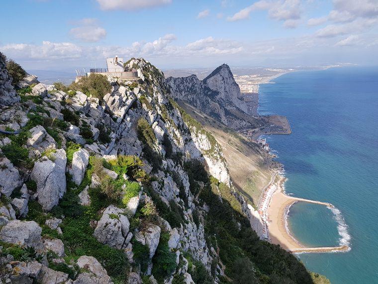 Großbritanniens Fels in der Brandung: Gibraltar zieht sich vom spanischen Festland aus ins Mittelmeer.