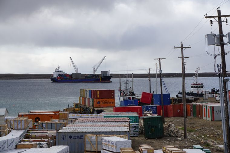 Container im Hafen von Cambridge Bay.