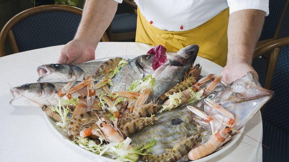 In der Toskana landet vor allem in den Küstenregionen gerne mal Fisch auf dem Teller.