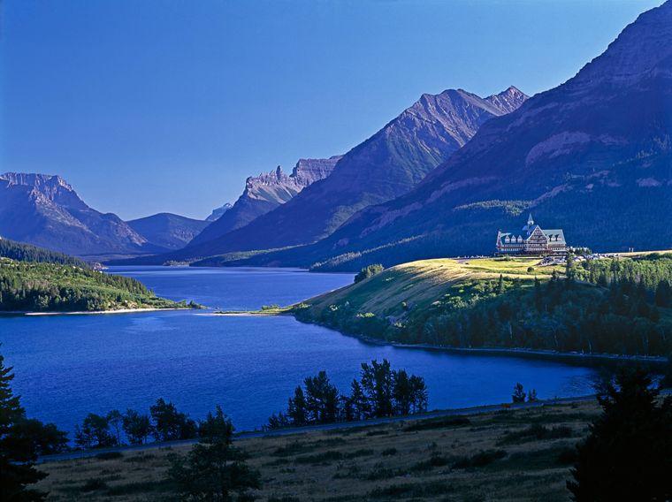 Idyllische Landschaftsaufnahme am Waterton Lake in Kanada.