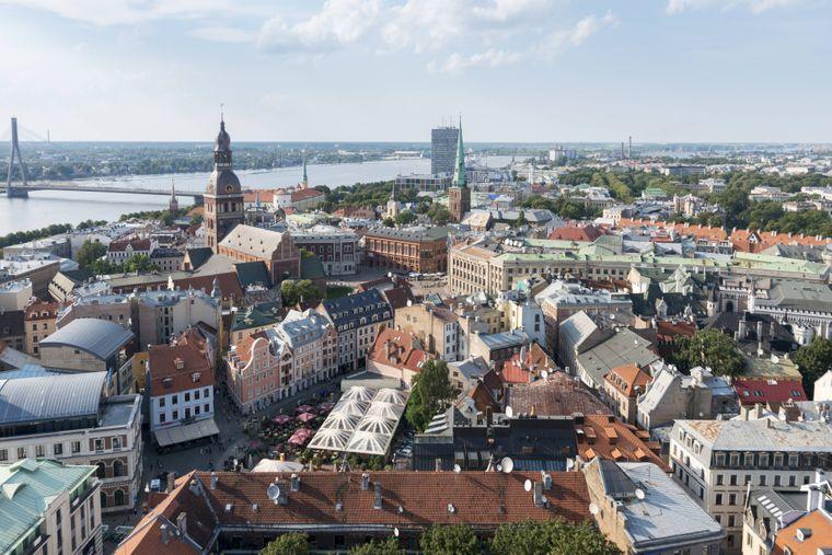 Riga mit Altstadt, Kathedrale und St. Peter's Church und Daugava River.