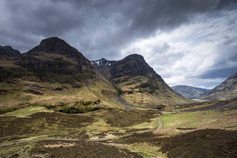 Die Anfahrtssequenz auf das Herrenhaus Skyfall wurde in Glen Coe in Schottland aufgenommen.