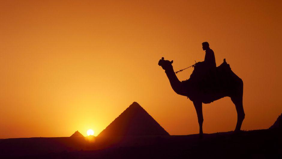 Die berühmten Pyramiden von Gizeh in Ägypten kannst du auch bequem vom Sofa aus betrachten.