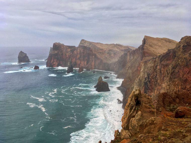 Die Steilküsten im Osten der Insel zeigen die schroffe Seite Madeiras.