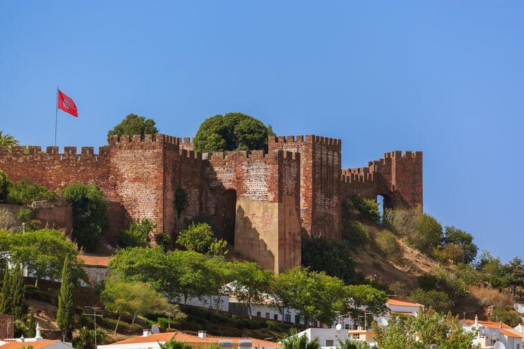 Die Burg von Silves entführt Touristen in das historische Portugal.