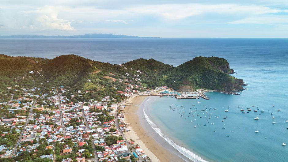 Panorama-Sicht auf San Juan del Sur in Nicaragua.