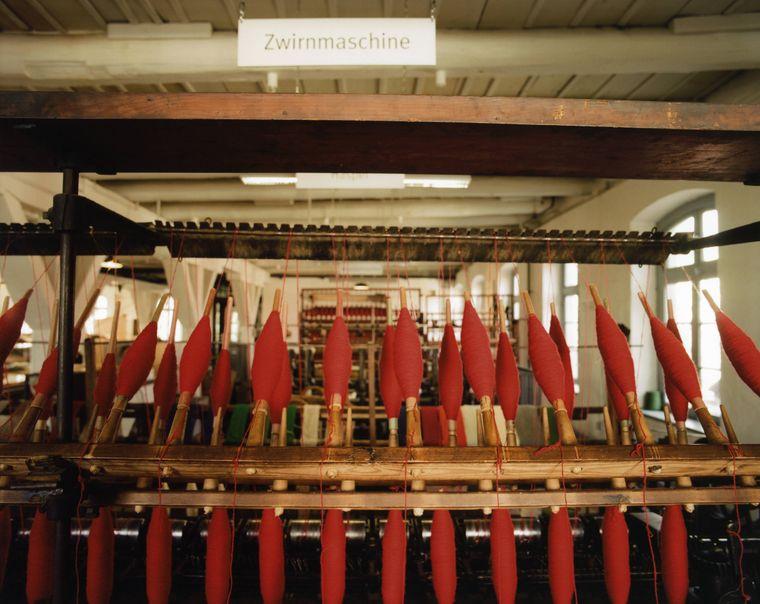 Im Tuchmachermuseum werden noch heute mit über 100 Jahre alten Maschinen Wolldecken gefertigt.
