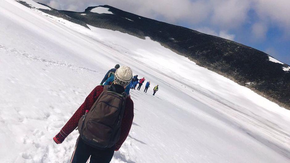 Menschen auf dem Galdhøpiggen, dem höchsten Berg in Norwegen.