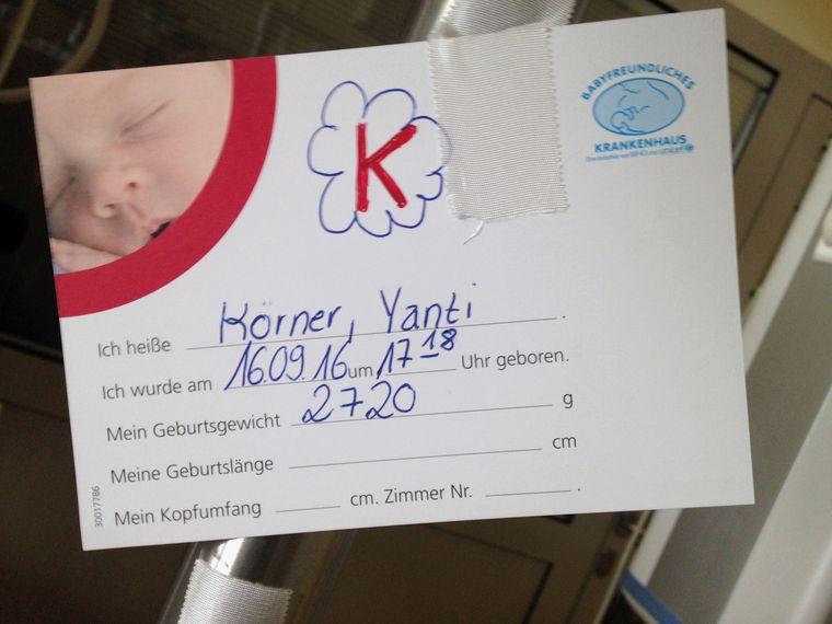Die Geburtskarte von Yanti.