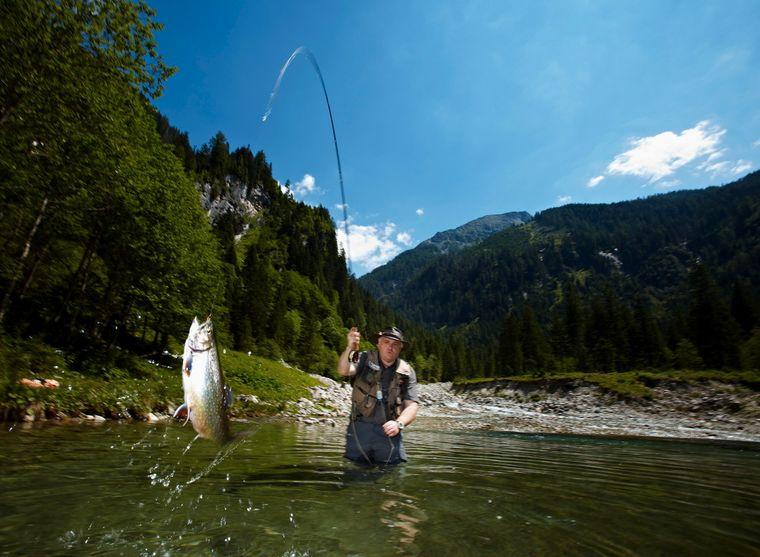 Sport- und Freizeitfischer haben im Großarltal verschiedene Angelmöglichkeiten.