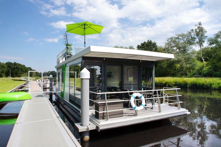 Die schwimmenden Häuser in Cuxhaven bieten Urlaubern Erholung.