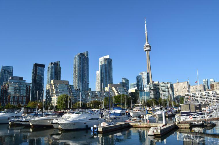 … gleich dahinter landet die nächste kanadische Stadt: Toronto.