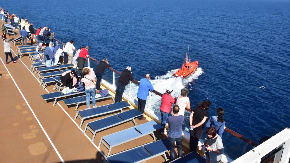 Auf der Reise von Palma de Mallorca nach Cádiz erkrankte ein Passagier schwer.