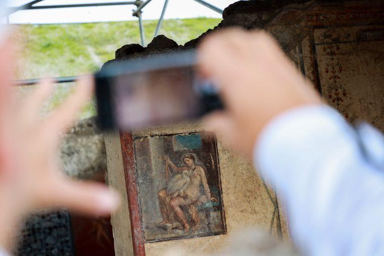 Eher unscheinbar, jedoch neben der zugänglich gemachten Therme eines der Highlights: Eine sinnliche Szene zwischen Zeus und der schönen Leda.