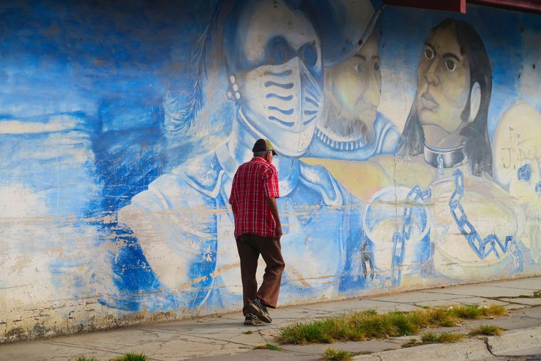 Bemalte Mauer an einer Straße in Estelí.